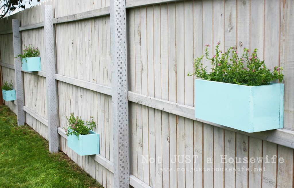 planter box on fence 1024x656 Ideas for Outdoor Decorating