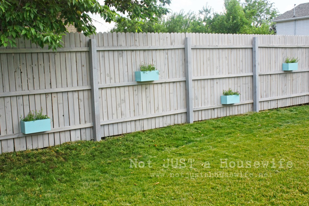 planter fence 1024x682 Ideas for Outdoor Decorating