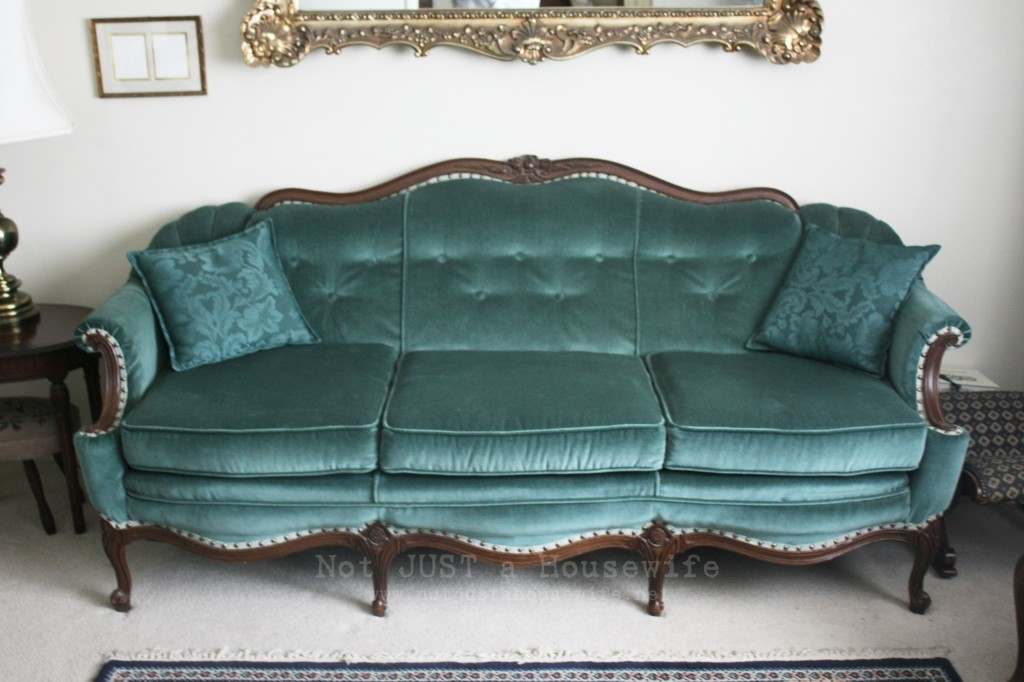 turquoise couch 1024x682 Loving your home