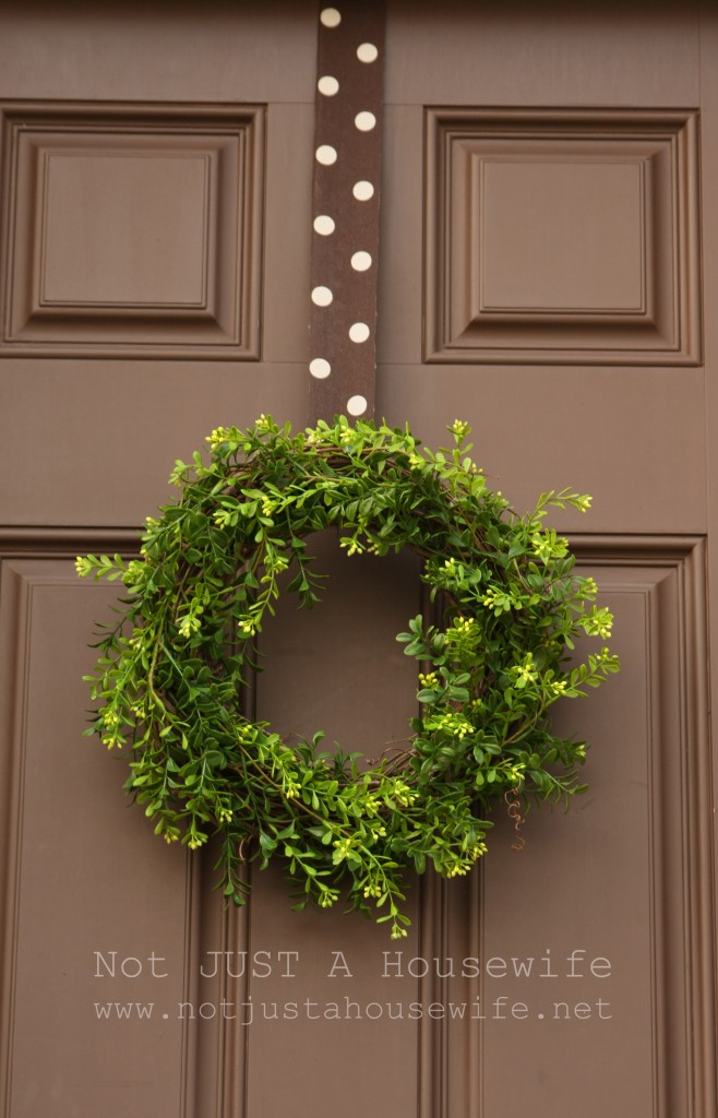 boxwood wreath 658x1024 Unique Shoe Storage {My Side Porch}
