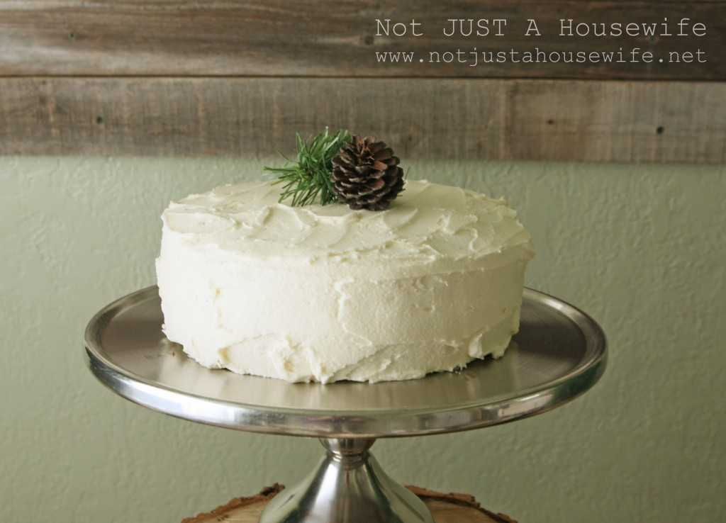 christmas cake 1024x738 Holiday Tablescapes {Thanksgiving &Christmas}