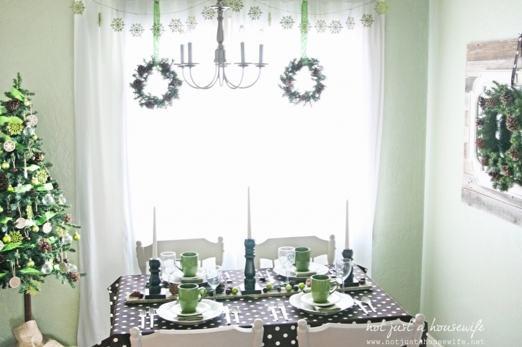 dining room edited 1 1024x682 Christmas Home Tour 2013