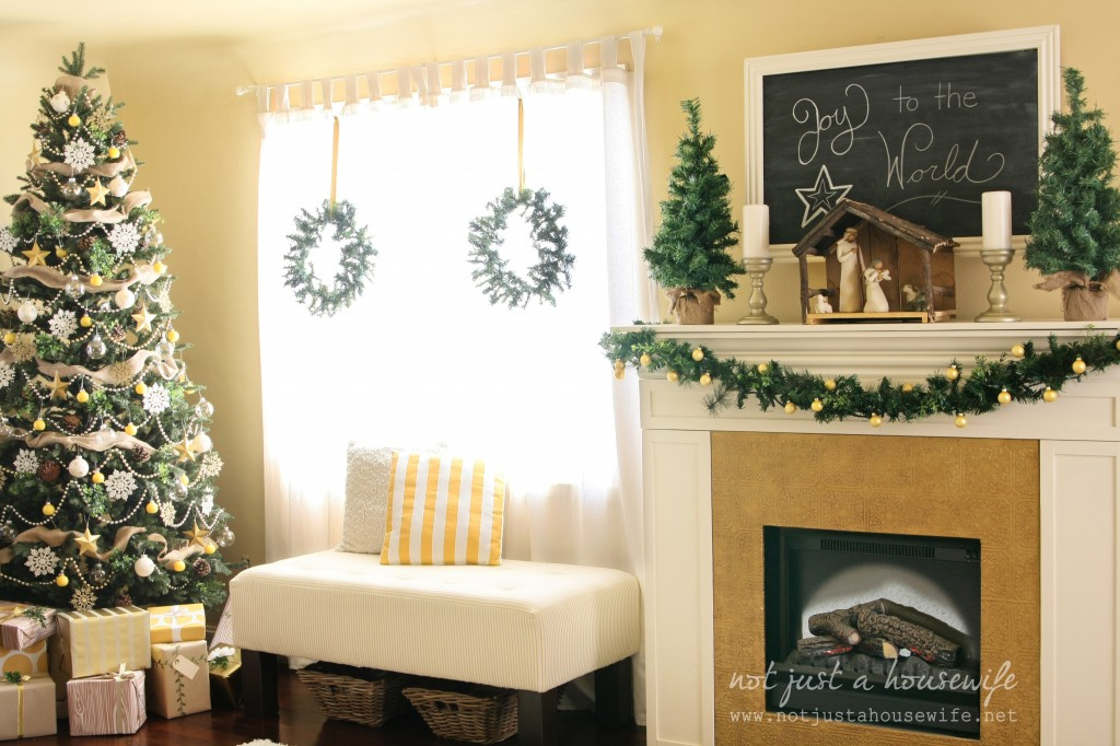 family room christmas 1024x682 Christmas Home Tour 2013