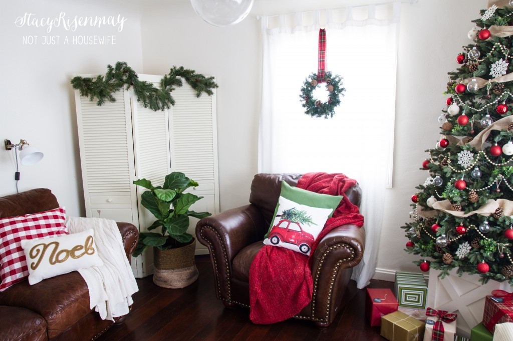 Christmas family room red and green