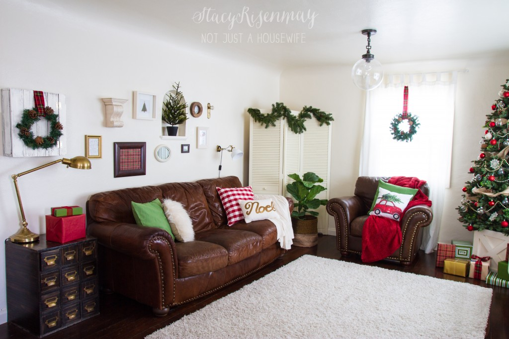 Christmas family room red & green