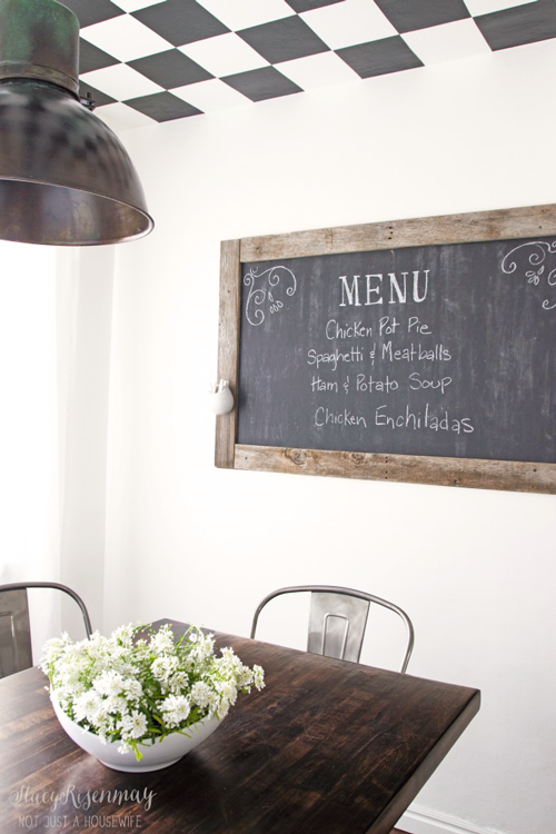 chalkboard-in-dining-room
