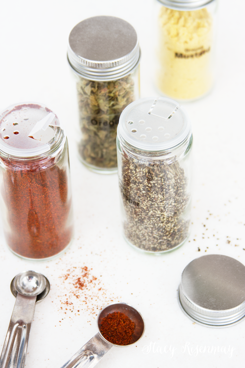 glass-spice-jars-with-lids-and-labels