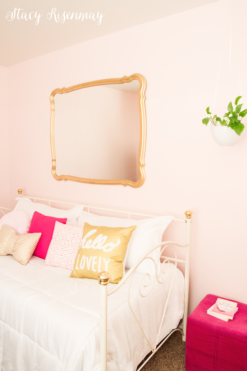 bed-with-pink-and-gold-pillows