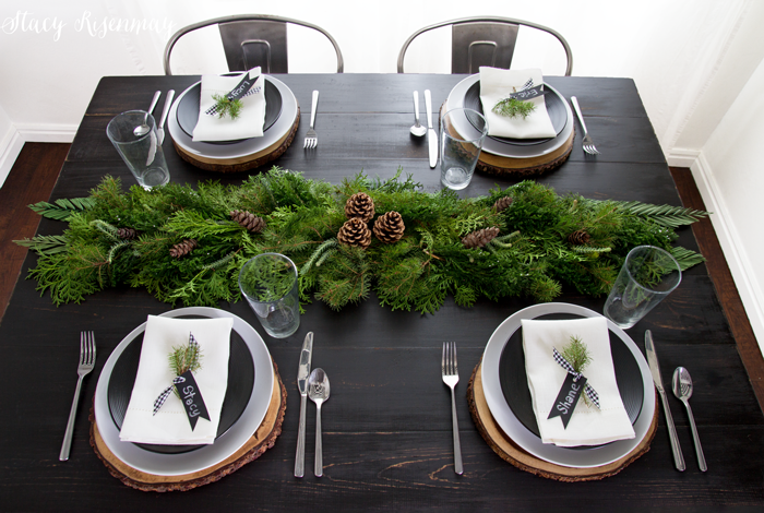 christmas-table-settings-with-greenery