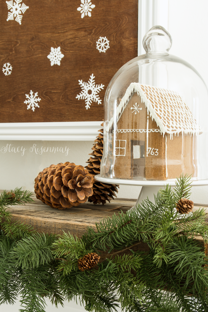 gingerbread-house-on-mantel