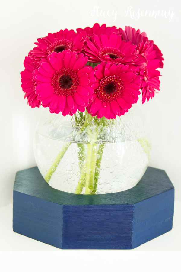 geometric-vase-with-gerber-daisies