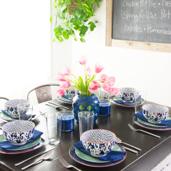 featured-image-spring-table-setting-with-mixed-patterns