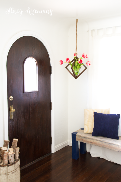 hanging-vase-with-tulips