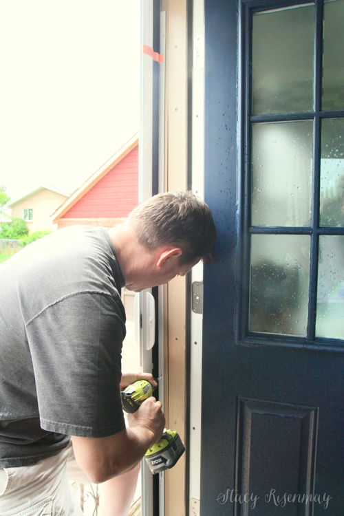 installing screen door